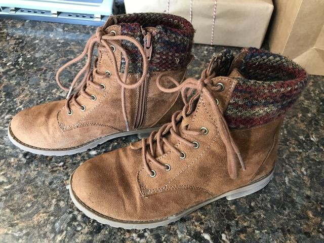 e5d275867cd Girls Size 4 American Eagle Boots