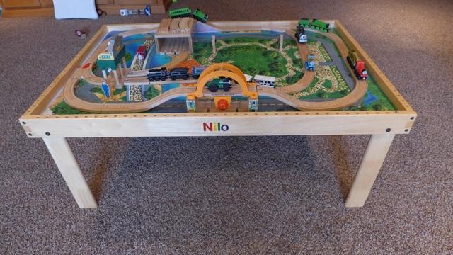 thomas the train set and nilo table nex tech classifieds rh nextechclassifieds com  nilo train table used