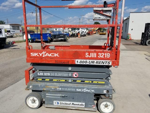2013 Skyjack 19FT Scissor Lift * PRICE TO SELL FAST - SHARP