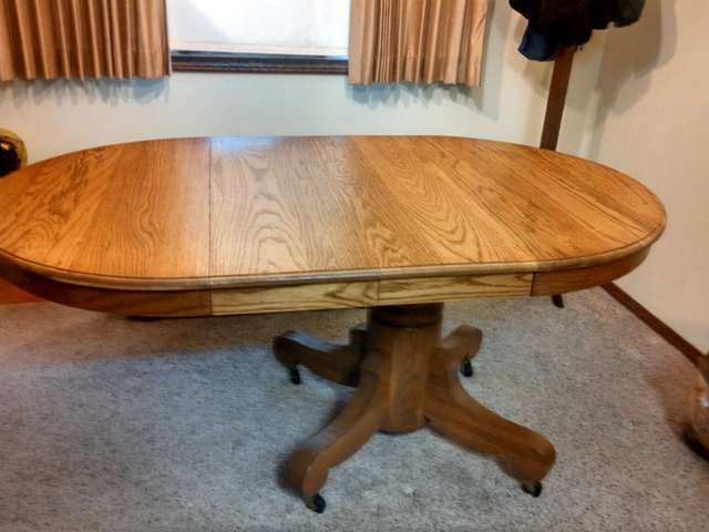 cd4dcab46a48 Antique oak pedestal round dining table with 2 leaves - Nex-Tech Classifieds