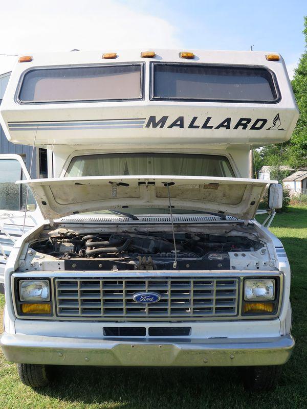 1990 Ford Econoline Mallard 27 Foot Class C RV / Camper
