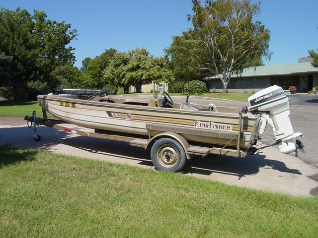 1981 Kingfisher Bass Boat 15