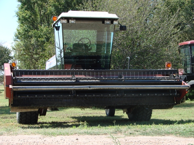 Hesston 8200 Swather Windrower with 14' Sickle