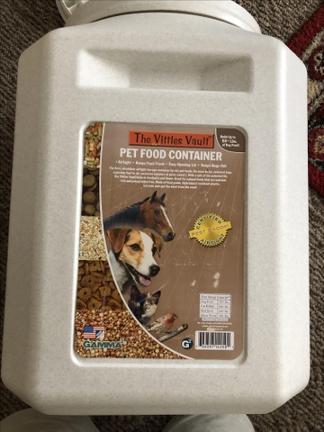$20! VITTLES VAULT SEALED ANIMAL FOOD CONTAINER- 50-60PDS