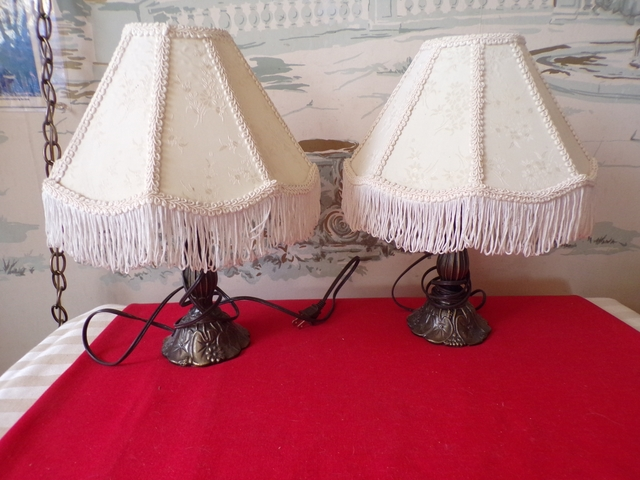 1 Nice Table Lamps With Frilly Shade 14