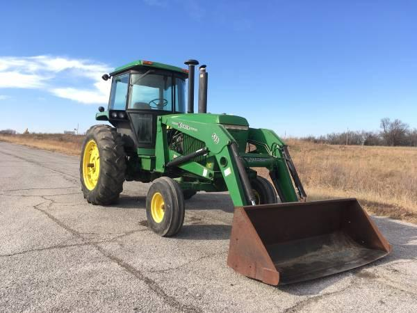 4250 John Deere Tractor with Cab and Loader