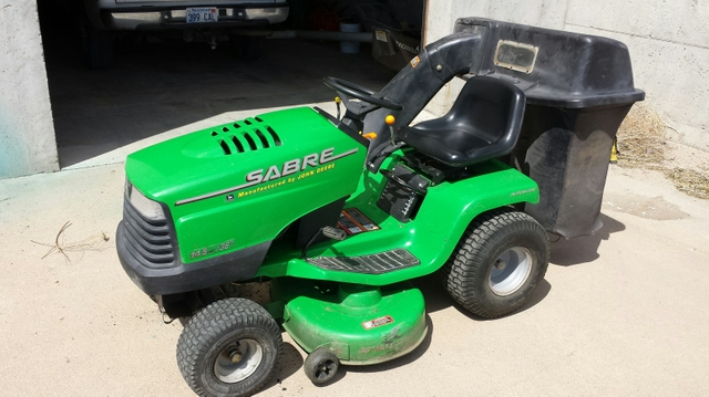 John Deere Sabre >> Sold John Deere Sabre Lawnmower 38 Deck With Bagger