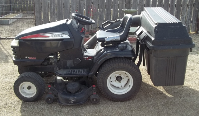 Here S Our New Craftsman Gt5000 Garden Tractor With A Broken Kohler Pro 25hp V Twin Motor Harry Homeowner Said It Just Quit Running He Told Us One Of The