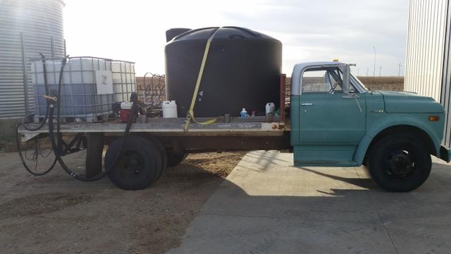 Spray tender truck
