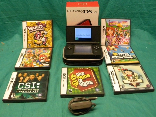 Nintendo DS Lite & 7 Games Mario, Wario, & more